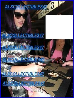 KATY PERRY SIGNED VINYL ALBUM COVER JSA AUTHENTICATED WithPROOF